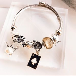 Jewelry - 🌟Charm Black Poker Bangle Bracelet